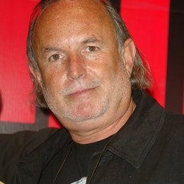 Avi Arad (Ceo Marvel Studios) / 30. ShoWest in Las Vegas 2004 Poster