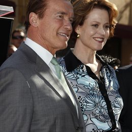 Schwarzenegger, Arnold / Weaver, Sigourney / Hollywood Walk of Fame Star for James Cameron, 2009 Poster