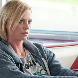 Young Adult / Charlize Theron Poster
