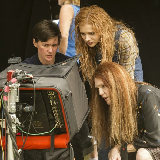 Carrie / Set / Kimberly Peirce / Chloe Grace Moretz / Julianne Moore Poster