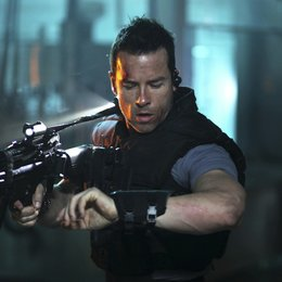 Lockout / Guy Pearce Poster