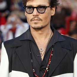 Johnny Depp / Filmpremiere / Pirates of the Caribbean - Fremde Gezeiten Poster