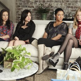 Pretty Little Liars - Die komplette zweite Staffel Poster