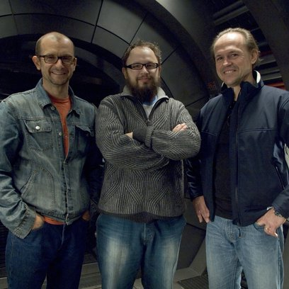 "Jeremy Bolt, Christian Alvart und Robert Kulzer am Set zu ""Pandorum"" in Babelsberg Poster"
