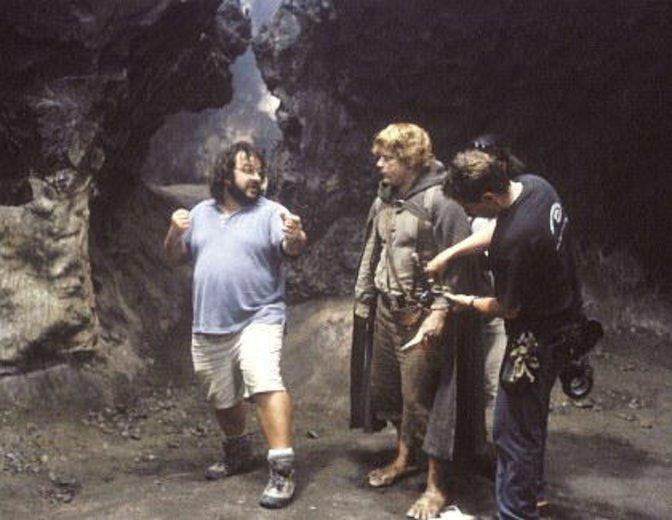 Peter Jackson am Werk als Regisseur von Herr der Ringe. Als Produzent von Silmarillion wird er wohl jemand anderen auf den Regiestuhl setzten. Wen? © Warner Bros.