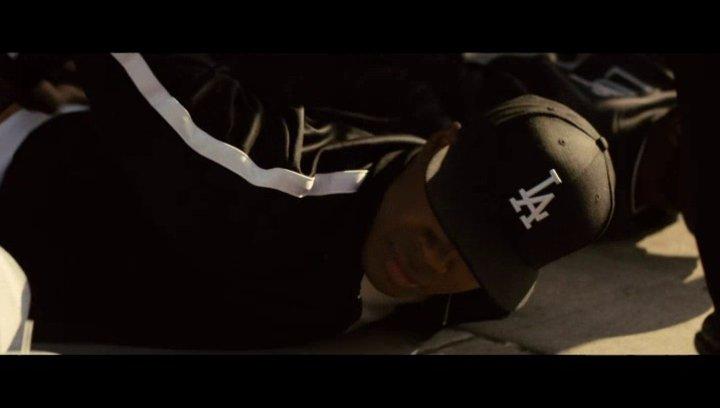 Jerry Heller verteidigt die NWA vor der Polizei - Szene Poster