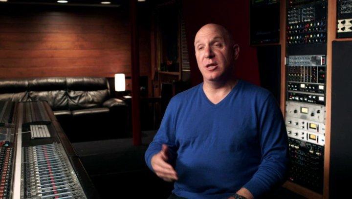 Scott Berstein über die Darstellung von Eazy E im Film - OV-Interview Poster