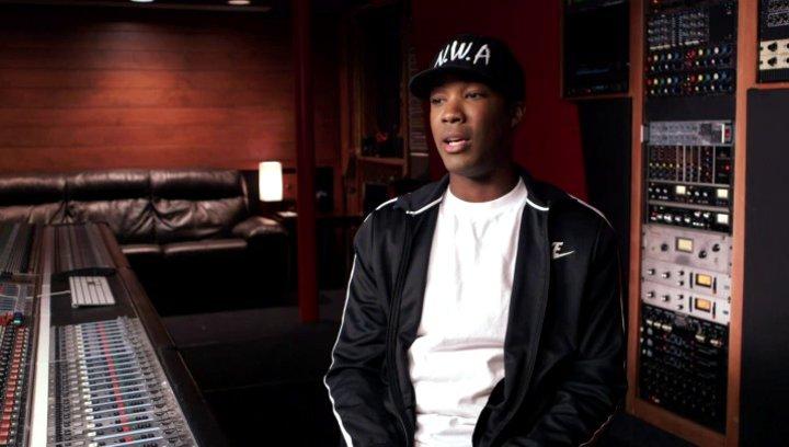 Corey Hawkins über die Zusammenarbeit mit den anderen Schauspielern und Jason Mitchells Darstellung von Eazy - OV-Interview Poster