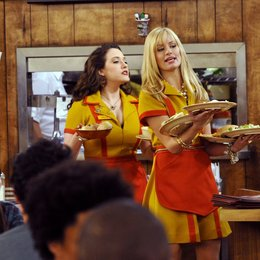 2 Broke Girls / Beth Behrs / Kat Dennings Poster