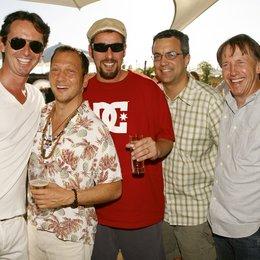 """Sony Pictures lud zum Kinostart von """"Leg dich nicht mit Zohan an"""" zum Beach Barbecue am Berliner Bundespressestrand / Martin Bachmann, Rob Schneider, Adam Sandler, Jack Giarraputo und Dennis Dugan"""