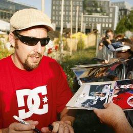 """Sony Pictures lud zum Kinostart von """"Leg dich nicht mit Zohan an"""" zum Beach Barbecue am Berliner Bundespressestrand / Adam Sandler Poster"""