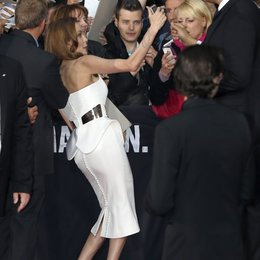 Angelina Jolie / Filmpremiere World War Z Poster