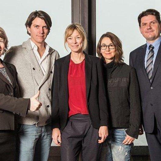 Linda Söffker, die Jurymitglieder Jochen Laube, Jenny Schily und Angelina Maccarone sowie Michael Hammer von Glashütte Original
