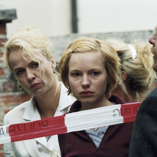 Dorf sucht seinen Mörder, Ein / Claudia Messner / Anna Brüggemann Poster