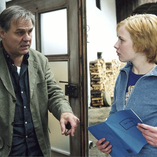 Dorf sucht seinen Mörder, Ein (ZDF) / Josef Bierbichler / Anna Brüggemann Poster
