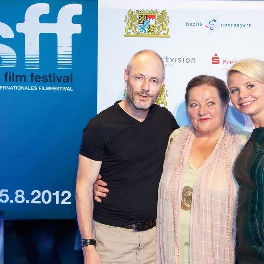 """Weltpremiere von """"Omamamia"""" auf dem Fünf Seen FilmFestival in Starnberg / Tomy Wigand, Marianne Sägebrecht und Annette Frier Poster"""