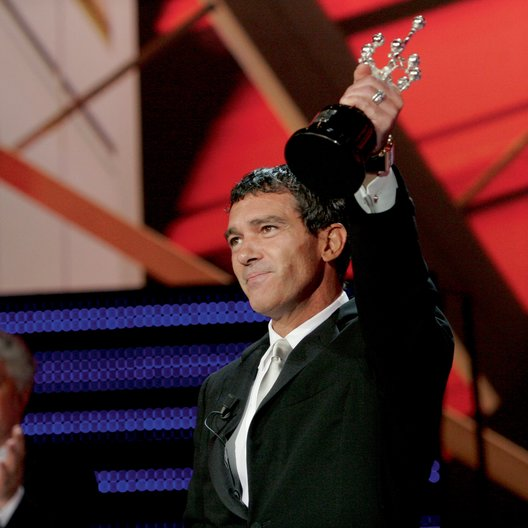 56. San Sebastián International Film Festival / Antonio Banderas erhielt Donostia Award Poster