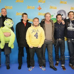 Kalle Friz (Executive Vice President Theatrical Distribution bei Studiocanal), Rodolphe Buet (CEO Studiocanal Germany) sowie die Synchronsprecher Axel Stein, Detlev Buck, Alec und Sascha von The BossHoss (v.l.) Poster