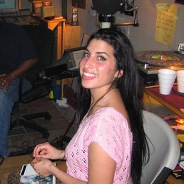 amy-the-girl-behind-the-name-amy-amy-winehouse-3