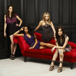 Pretty Little Liars / Pretty Little Liars (01. Staffel, 22 Folgen) / Holly Marie Combs Poster