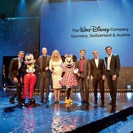 Disney stellt auf Branchenevent in Düsseldorf neuen Disney Channel vor / Ralf Gerhardt, Robert Langer, Barbara Schöneberger, Lars Wagner, Diego Lerner und Thorsten Braun Poster