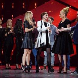 """""""Eurovision Song Contest 2015 - Unser Song für Österreich"""" / Mach Du es: Andreas Kümmert gratuliert Sängerin Ann Sophie, mit dabei auch die Moderatorinnen Barbara Schöneberger (2. von rechts) und Janin Reinhardt (links) Poster"""