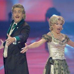 """11. Verleihung des Deutschen Fernsehpreises 2009 / Die Moderatoren Bastian Pastewka und Anke Engelke alias """"Wolfgang und Anneliese"""" Poster"""