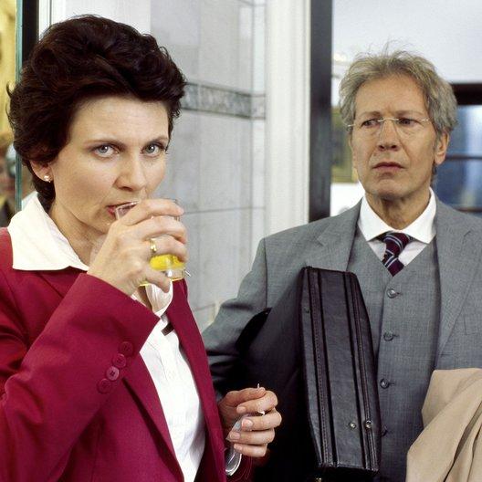 Familie Dr. Kleist (2. Staffel, 13 Folgen) (ARD / MDR) / Angela Hobrig / Bernd Herzsprung Poster