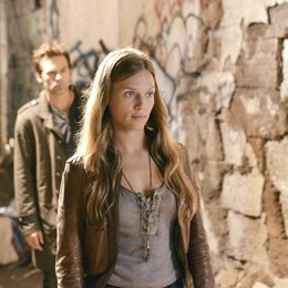 Revolution / Billy Burke / Tracy Spiridakos Poster