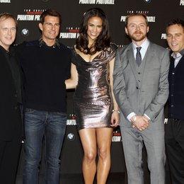 "Brad Bird / Tom Cruise / Paula Patton / Simon Pegg / Bryan Burk / Filmpremiere ""Mission: Impossible - Phantom Protokoll"" Poster"