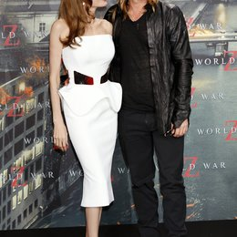 "Angelina Jolie / Brad Pitt / Filmpremiere ""World War Z"" Poster"