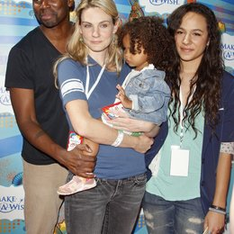 Perrineau, Harold / Perrineau, Aurora / Perrineau, Brittany / Make-a-Wish Foundation Host - A Day of Fun at the Santa Monica Pier Poster
