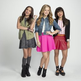 Bella and the Bulldogs / Brec Bassinger / Lilimar Hernandez / Haley Tju Poster