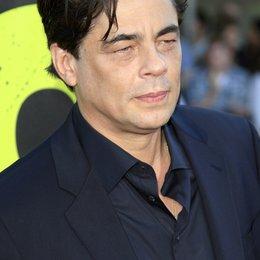 """Benicio del Toro / Filmpremiere """"Savages"""" Poster"""