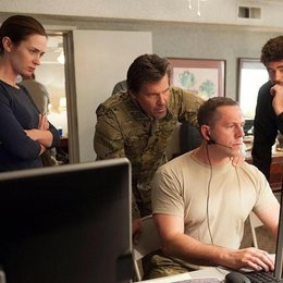 Sicario / Emily Blunt / Josh Brolin / Jon Bernthal / Benicio Del Toro Poster