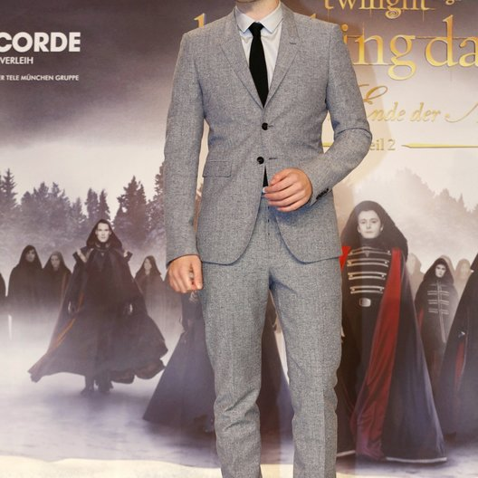 "Filmpremiere ""Breaking Dawn - Biss zum Ende der Nacht, Teil 2"" in Berlin / Robert Pattinson"