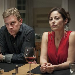 Familie Sonntag auf Abwegen (ZDF) / Sebastian Bezzel / Carolina Vera Poster