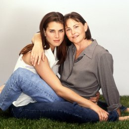 What Makes a Family / Brooke Shields / Cherry Jones Poster