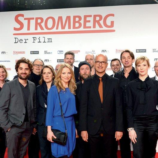 "Premiere von ""Stromberg -Der Film"" im Kölner Cinedom / ""Stromberg""-Team mit Christoph Ott (3.v.l.), Christoph Maria Herbst (5.v.r.) und Ralf Husmann (3.v.r.) Poster"