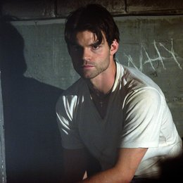Captivity / Daniel Gillies Poster