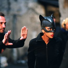 Catwoman / Halle Berry / Set Poster