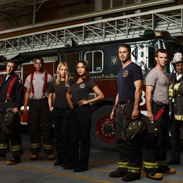 Chicago Fire / Chicago Fire (1. Staffel) / Jesse Spencer / Lauren German / David Eigenberg / Taylor Kinney / Eamonn Walker / Monica Raymund / Charlie Barnett / Teri Reeves Poster