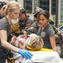 Chicago Fire / Chicago Fire (1. Staffel) / Lauren German / Monica Raymund Poster