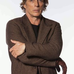 Crossing Lines (1. Staffel, 10 Folgen) / Crossing Lines / William Fichtner Poster