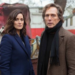Crossing Lines (2. Staffel, 12 Folgen) / William Fichtner / Carrie-Anne Moss Poster