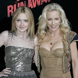 "Fanning, Dakota / Currie, Cherie / Premiere von ""The Runaways"" Poster"