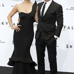 "Daniel Craig / Bérénice Marlohe / Filmpremiere ""Skyfall"" Poster"