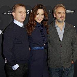 "Daniel Craig / Bérénice Marlohe / Sam Mendes / Filmpremiere ""Skyfall"" Poster"