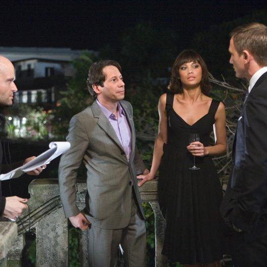 James Bond 007: Ein Quantum Trost / James Bond 007: Quantum of Solace / Marc Foster / Mathieu Amalric / Olga Kurylenko / Daniel Craig / Set Poster