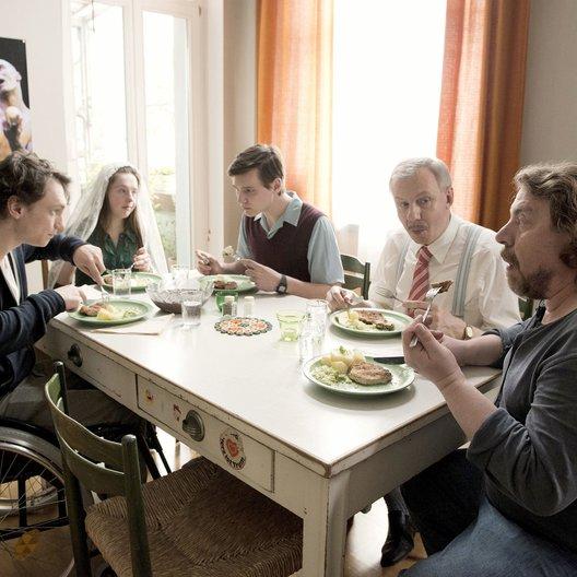 Schnitzel für alle, Ein (WDR) / Armin Rohde / Anna Lange / Ludger Pistor / Daniel Michel / Rick Okon